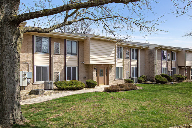15733 Orlan Brook Drive, Orland Park, Illinois
