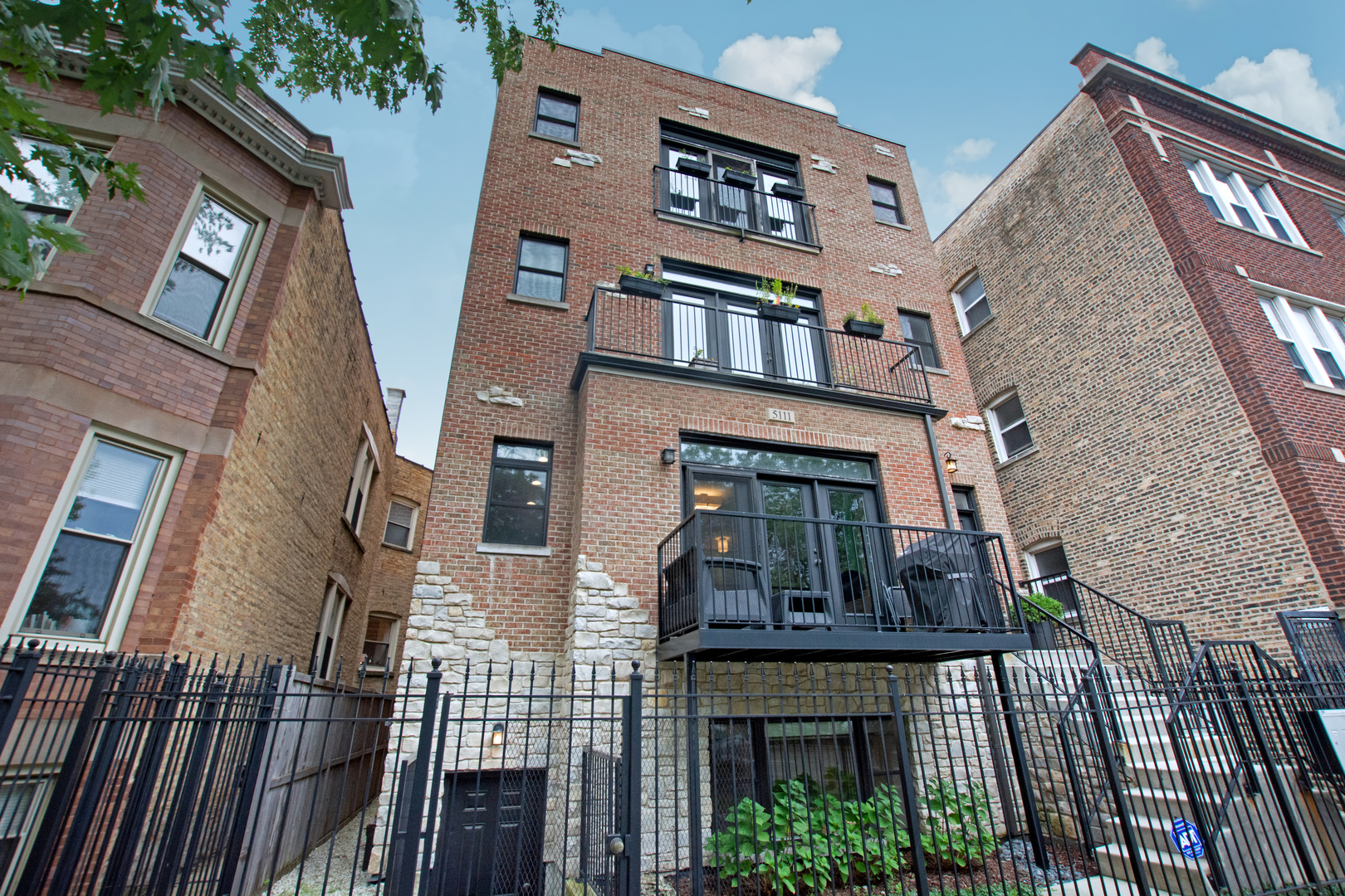 One of Chicago Uptown 3 Bedroom Homes for Sale at 5111 North ASHLAND Avenue