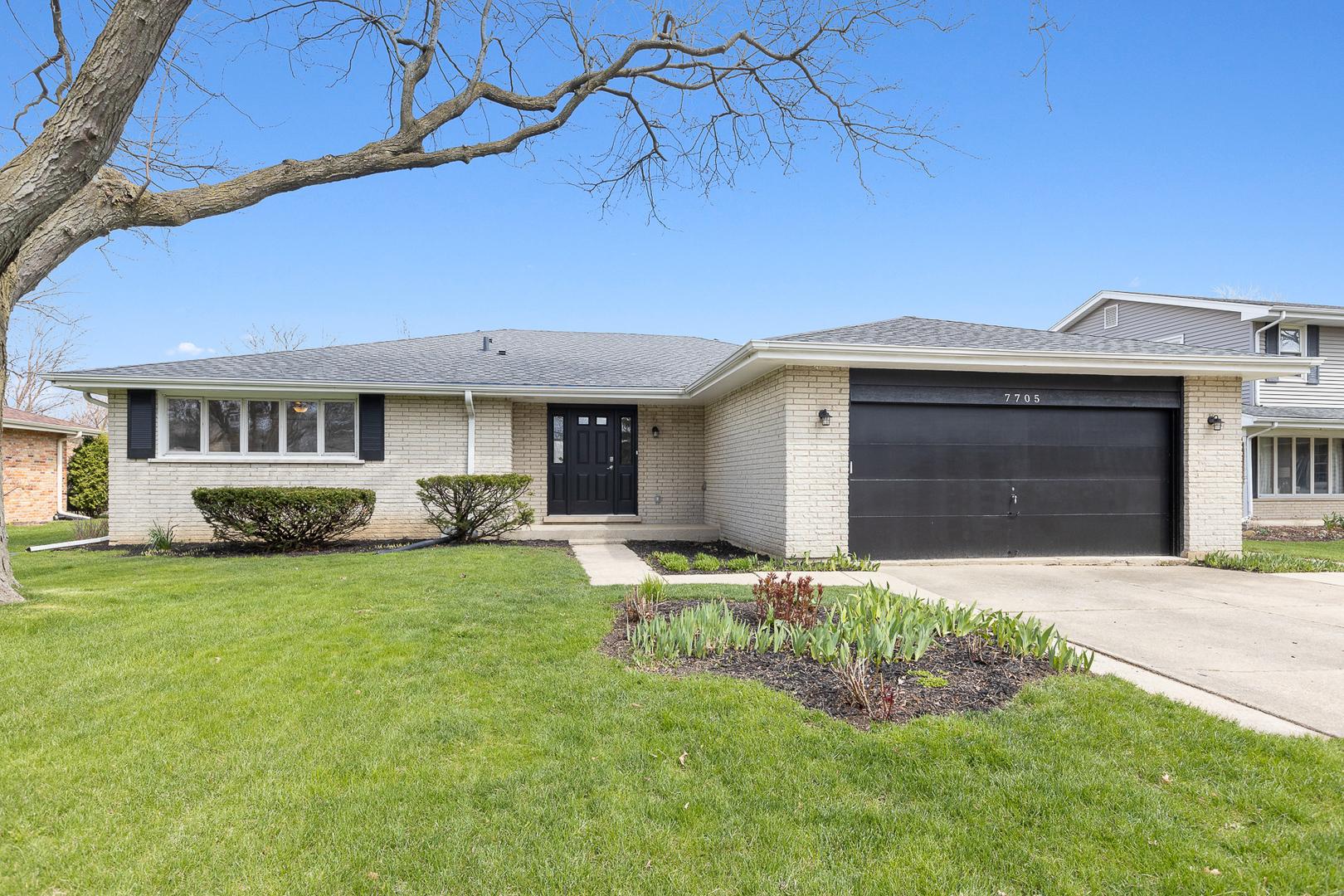 7705 Rohrer Drive, Downers Grove, Illinois