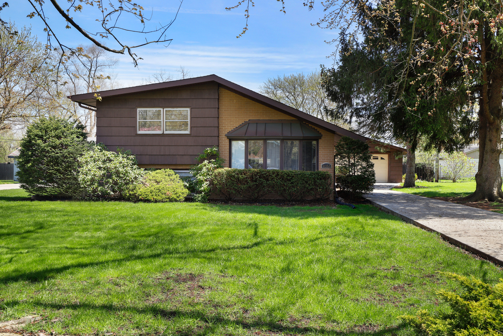 12553 South Parkside Avenue, Palos Heights, Illinois