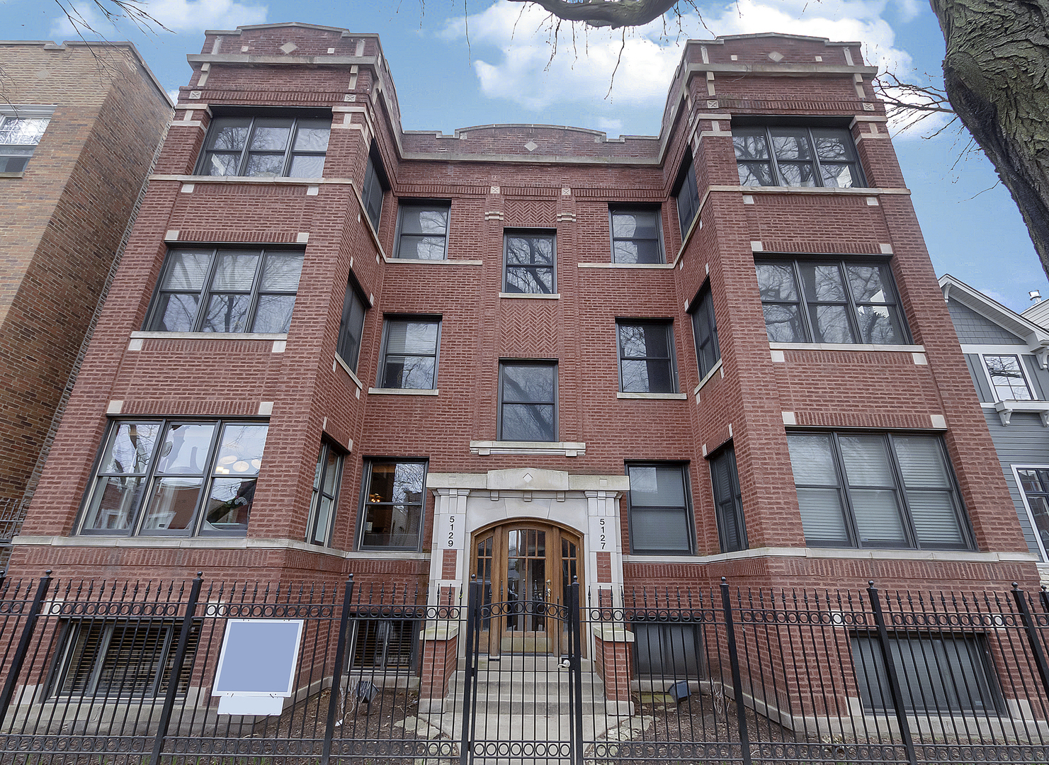 One of Chicago Uptown 3 Bedroom Homes for Sale at 5129 North WOLCOTT Avenue