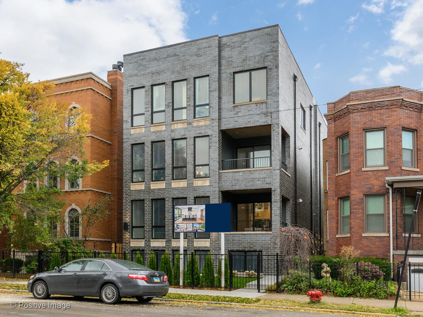 One of Lincoln Square 3 Bedroom Homes for Sale at 2446 West FOSTER Avenue