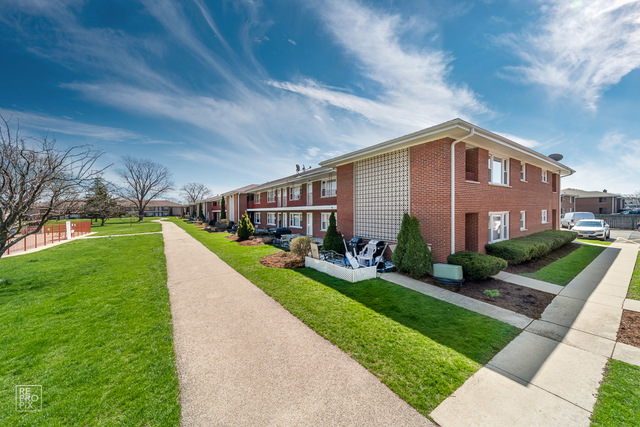 1113 HOLIDAY Lane, Des Plaines in Cook County, IL 60016 Home for Sale