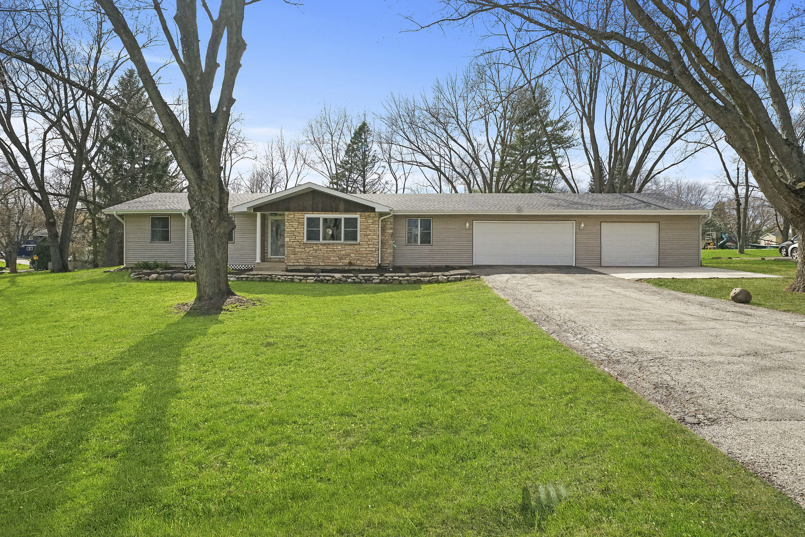 2911 Skyline Drive, Crystal Lake in Mc Henry County, IL 60012 Home for Sale