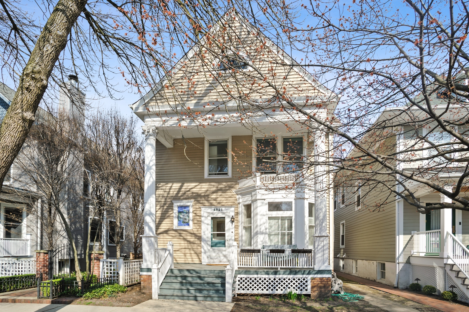 One of Lincoln Square 3 Bedroom Homes for Sale at 4821 North Hamilton Avenue
