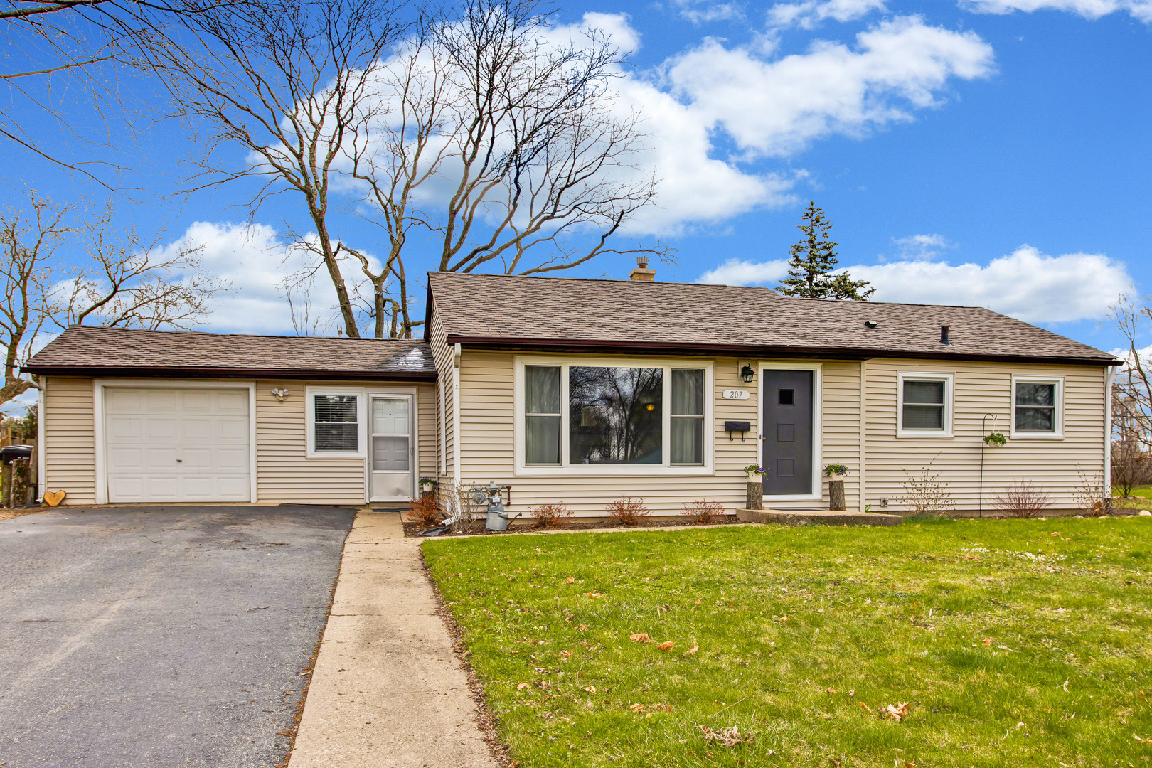 207 Sunset Terrace, Crystal Lake in Mc Henry County, IL 60014 Home for Sale