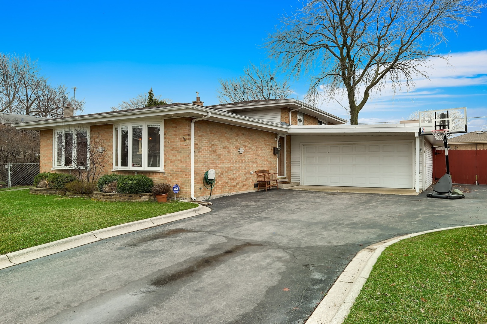 7621 Churchill Street, Morton Grove, Illinois