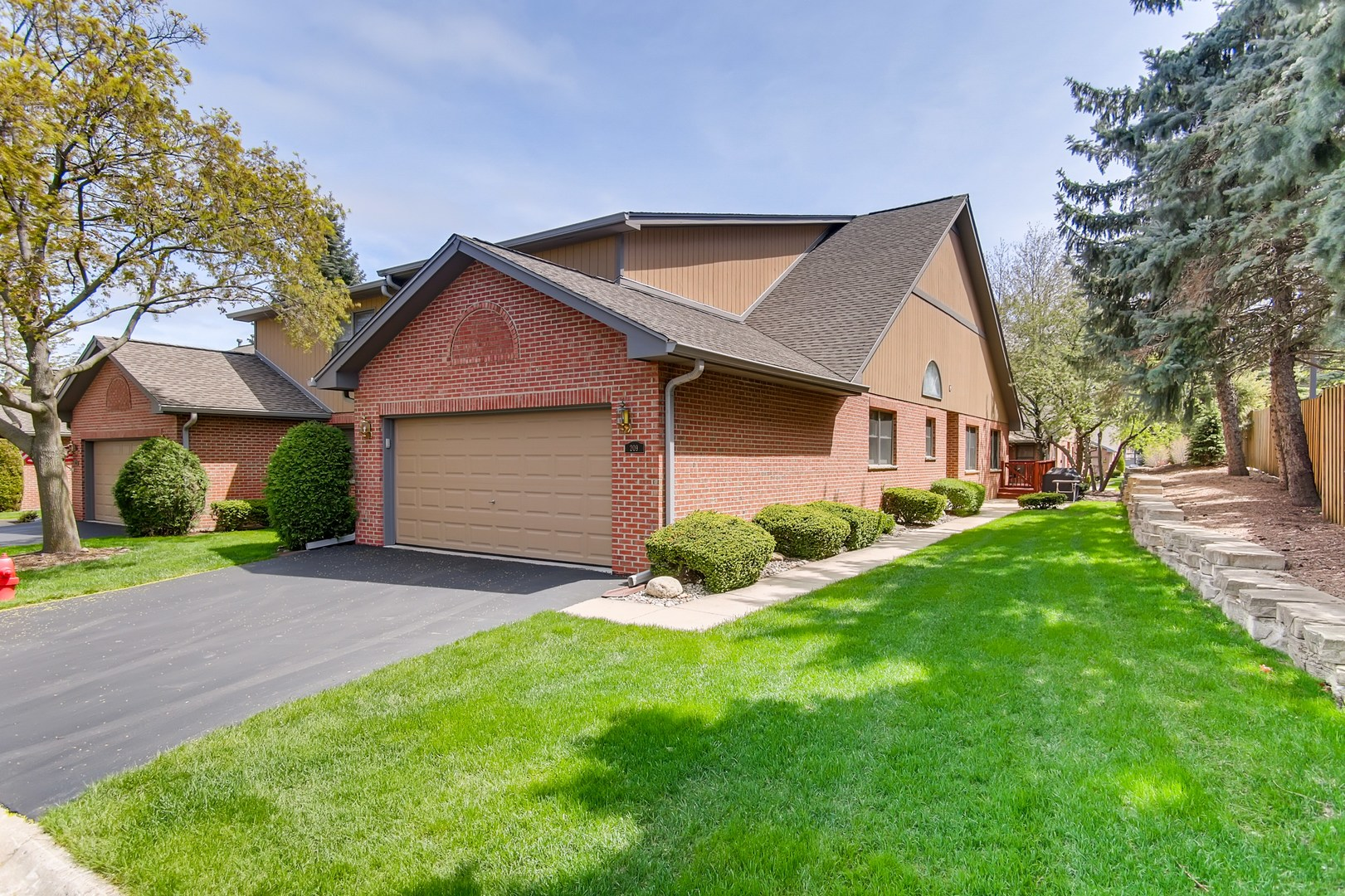 209 Ashley Way, Bloomingdale in Du Page County, IL 60108 Home for Sale