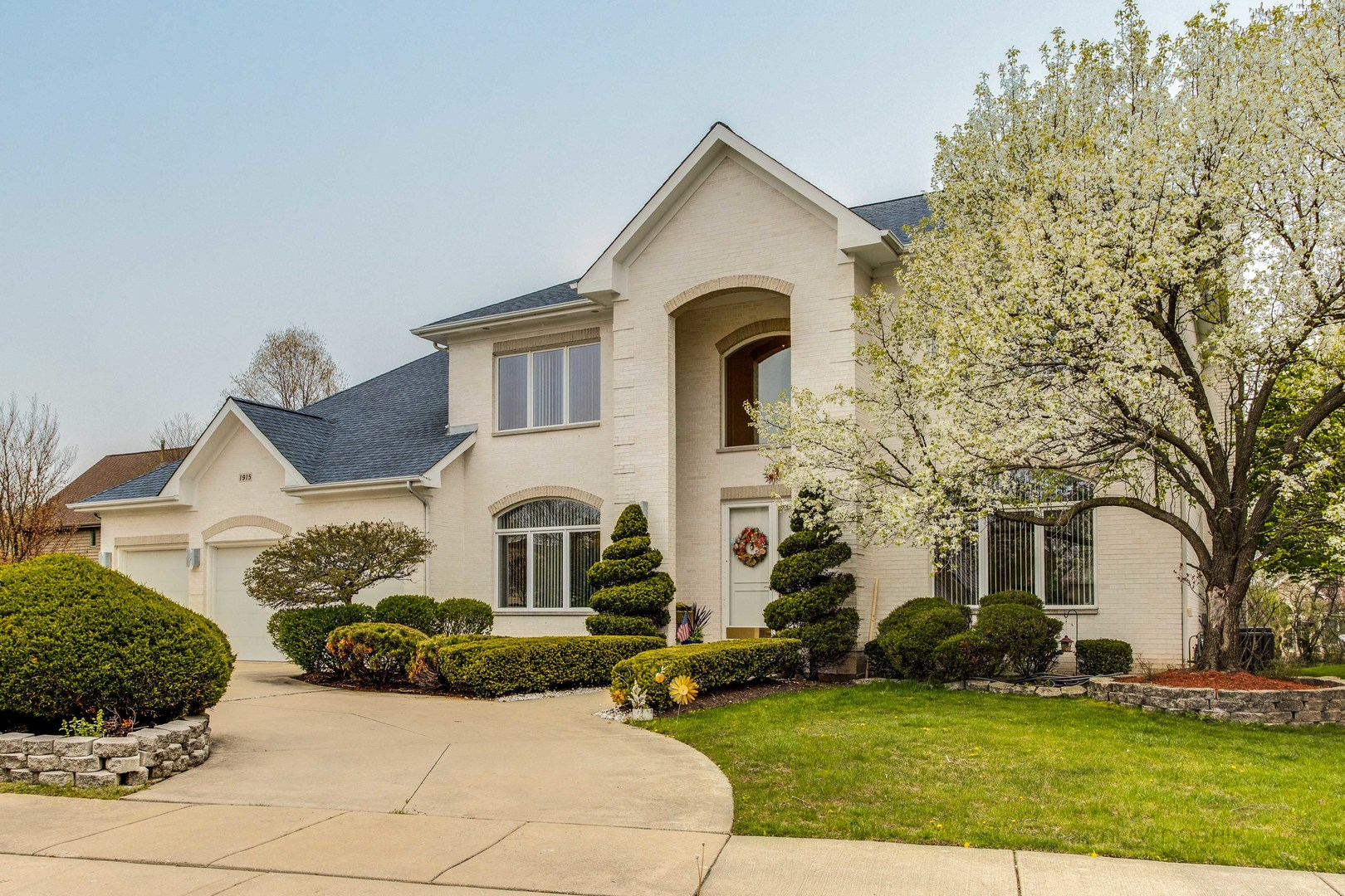 1915 Sheridan Road, Buffalo Grove in Lake County, IL 60089 Home for Sale