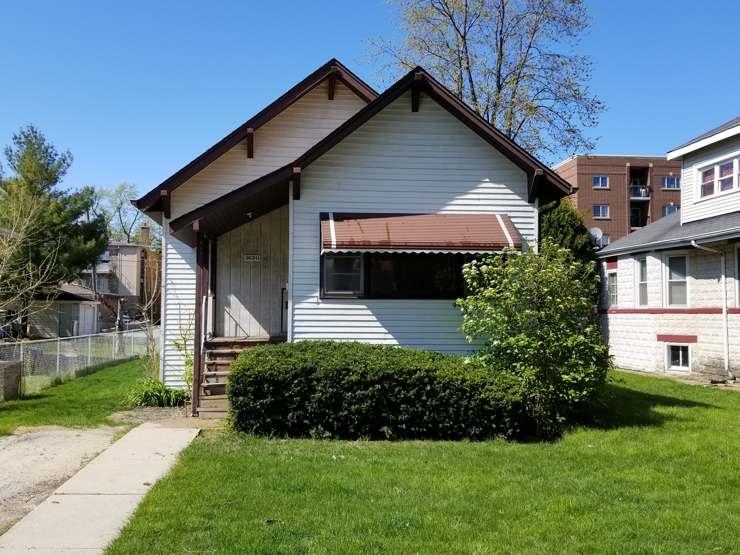 1630 Oakwood Avenue, Des Plaines in Cook County, IL 60016 Home for Sale