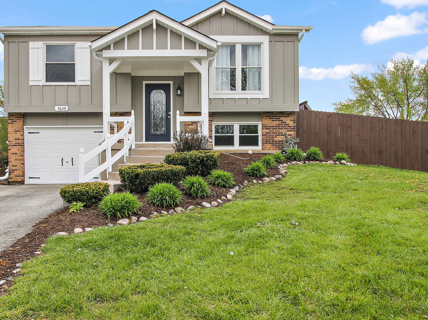 7649 West Moorefield Drive, Frankfort in Will County, IL 60423 Home for Sale