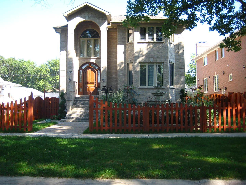 1785 South CORA Street, Des Plaines, Illinois