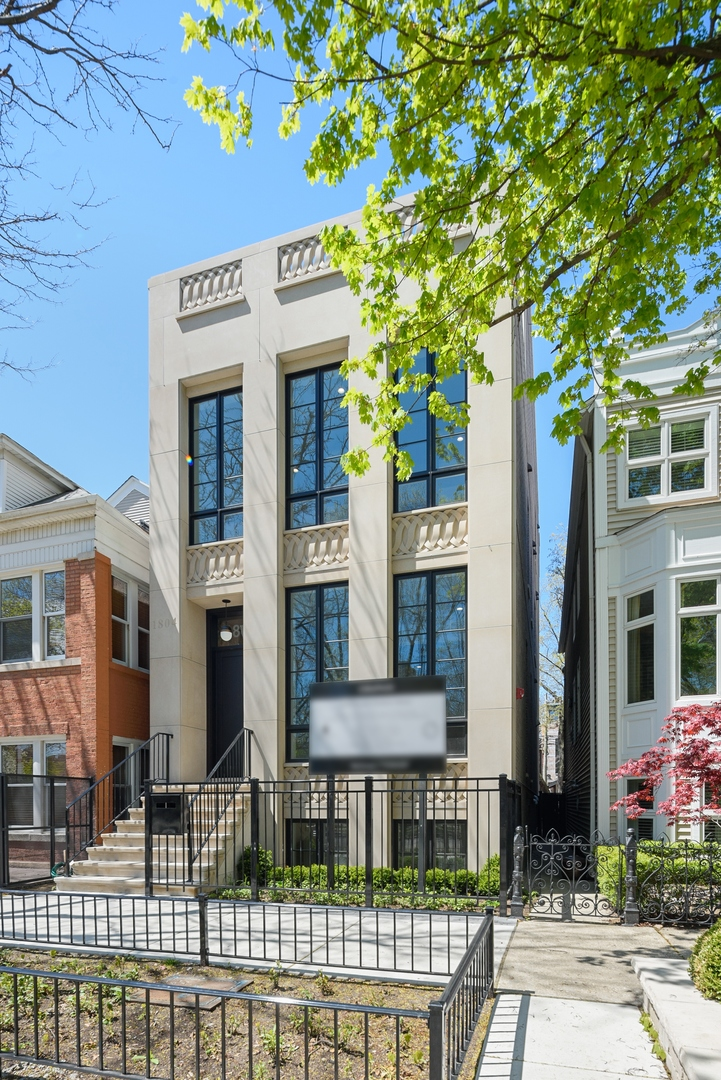 1804 North Hudson Avenue, one of homes for sale in Chicago-Near West Side