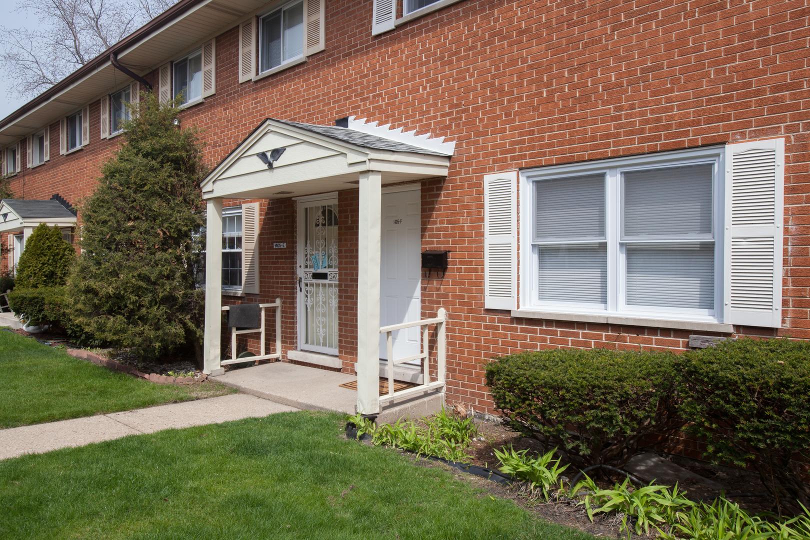1405 West Touhy Avenue, Rogers Park, Illinois