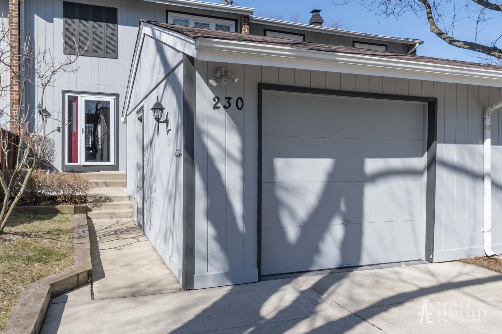 230 Driftwood Lane, Bloomingdale, Illinois