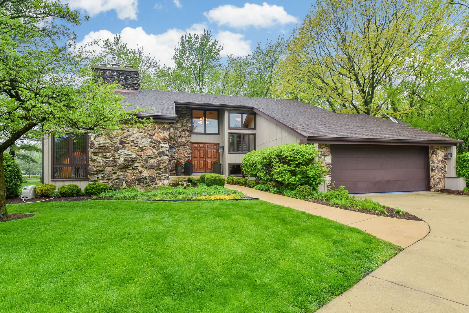 1S792 Ironwood Lane, Wheaton in Du Page County, IL 60189 Home for Sale