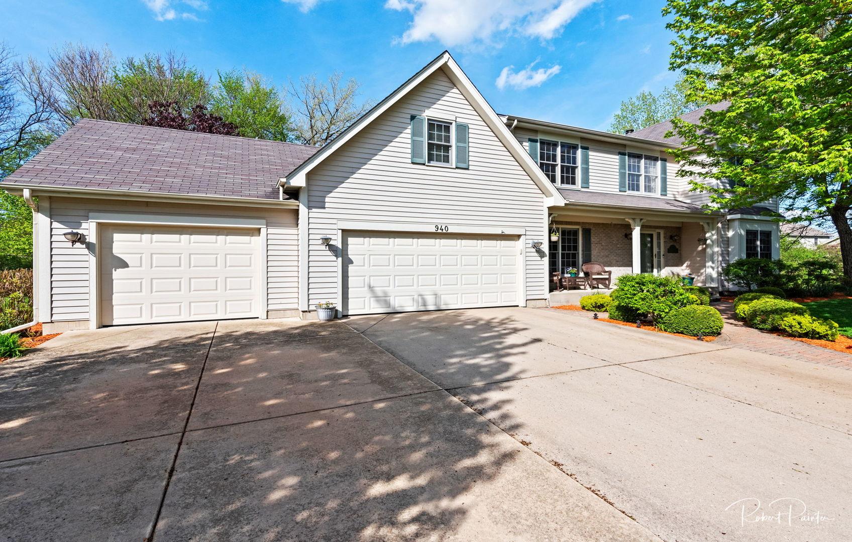 940 BARLINA Road, Crystal Lake, Illinois