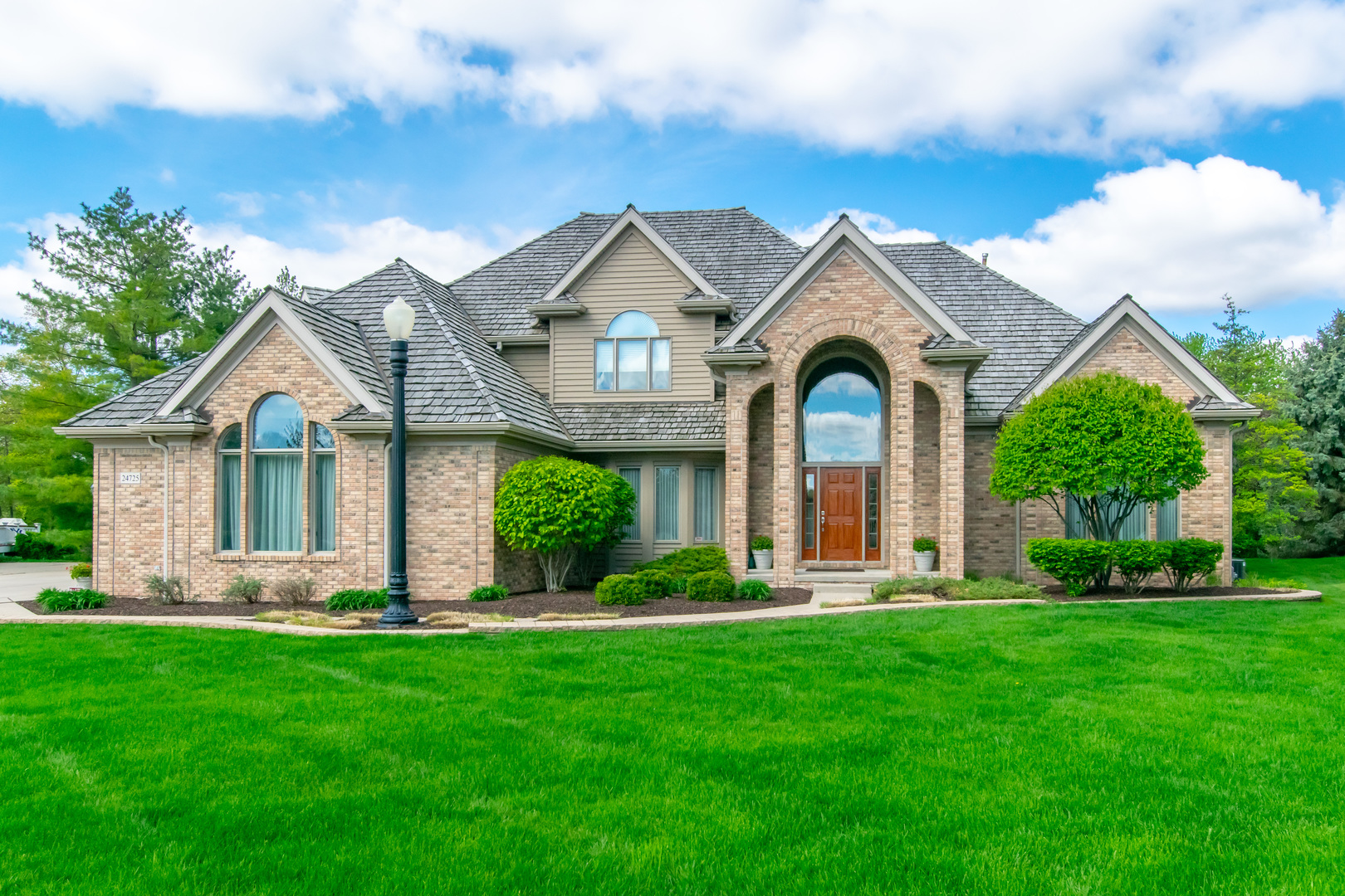 24725 West MANOR Drive, Shorewood, Illinois
