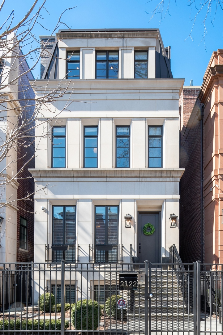 2122 North KENMORE Avenue, Chicago-Near West Side, Illinois