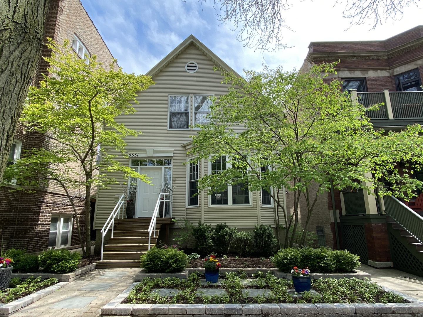 5551 North Glenwood Avenue, one of homes for sale in Chicago Uptown