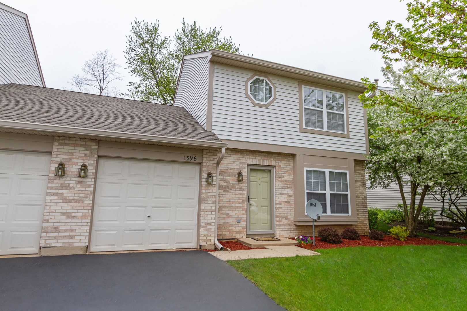 1396 West SPLIT OAK Circle, Round Lake Beach, Illinois