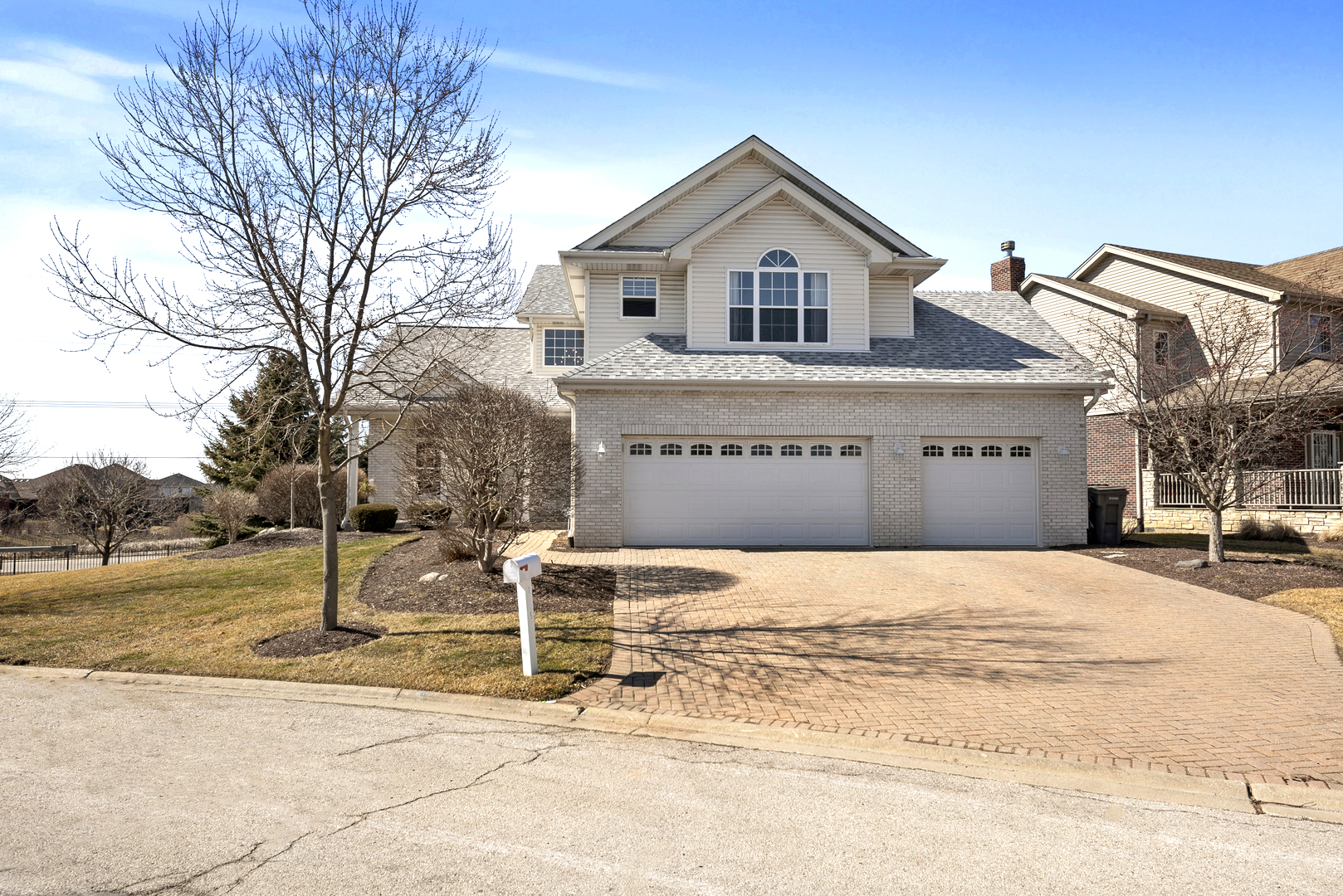 One of Orland Park 5 Bedroom Homes for Sale at 11151 Fountain Hill Drive