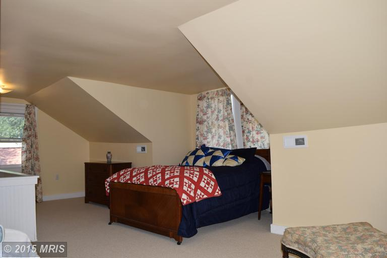 2006 Middleborough Road, Essex, MD, 21221: Photo 17
