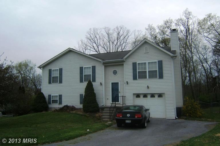 216 Farm Pond Ln, Martinsburg, WV 25404