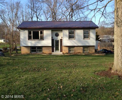 3036 Vineyard Rd, Falling Waters, WV 25419
