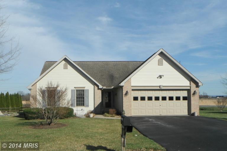121 Orchid Ln, Falling Waters, WV 25419