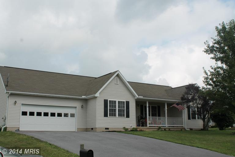 8 Haverford Ct, Falling Waters, WV 25419
