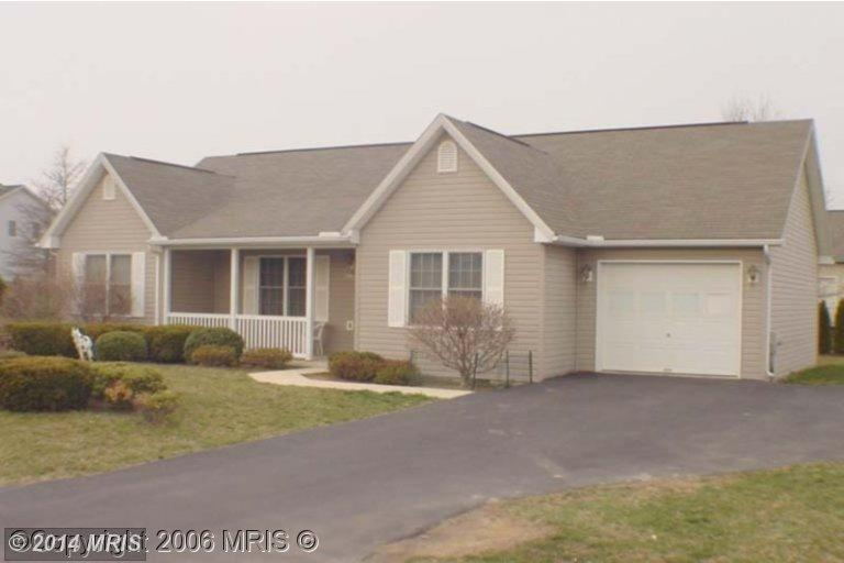 101 Oriole Ln, Falling Waters, WV 25419