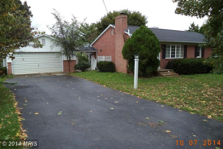 105 Greenbriar Rd, Martinsburg, WV 25401