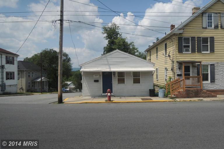 300 N High St, Martinsburg, WV 25404