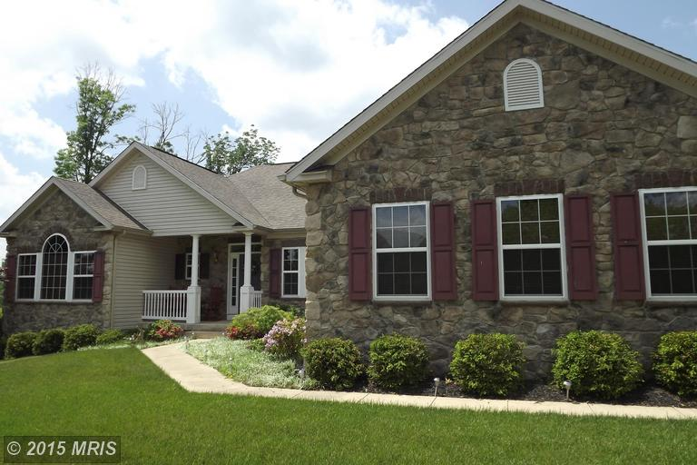 49 Glory Ln, Falling Waters, WV 25419