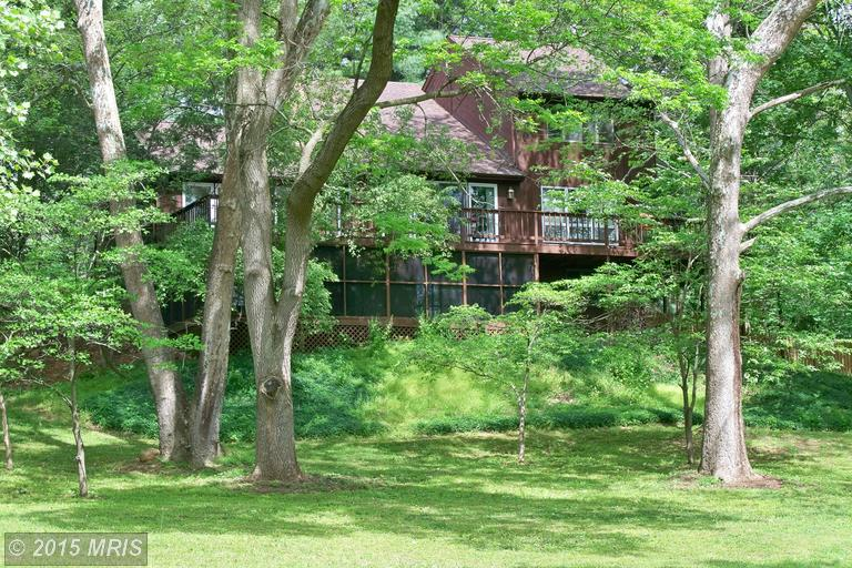 511 Colston Dr, Falling Waters, WV 25419