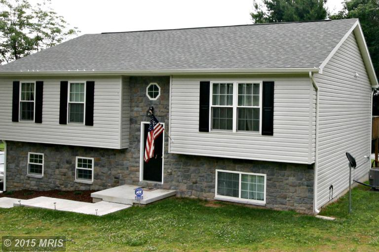 11 Signal Ave, Hedgesville, WV 25427