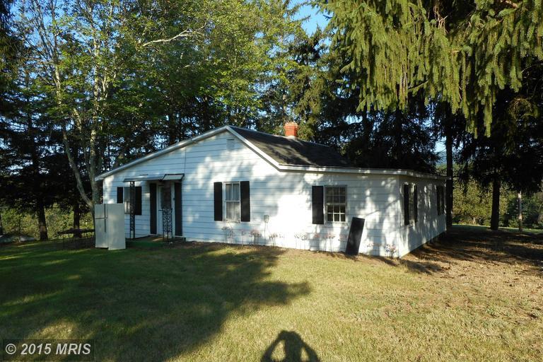 240 Oak Grove School Rd, Hedgesville, WV 25427