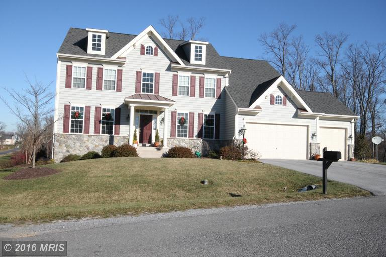15 Lackawanna Ln, Falling Waters, WV 25419