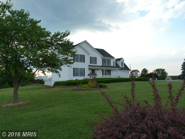 281 Falcon Dr, Falling Waters, WV 25419