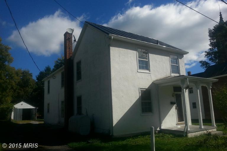8 Barnett St, Berryville, VA 22611