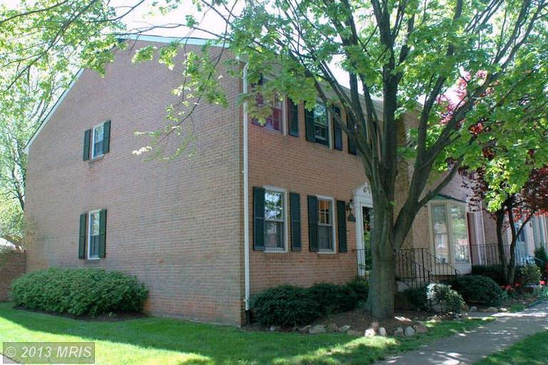 2801 Flagmaker Dr, Falls Church, VA 22042