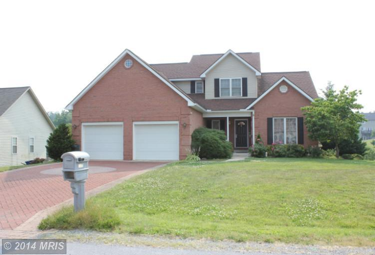 7911 Golf Vista Dr, Greencastle, PA 17225