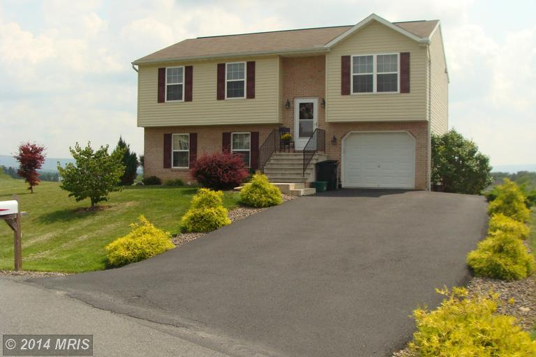 12269 Red Hawk Dr, Waynesboro, PA 17268