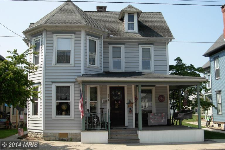 211 E Baltimore St, Greencastle, PA 17225