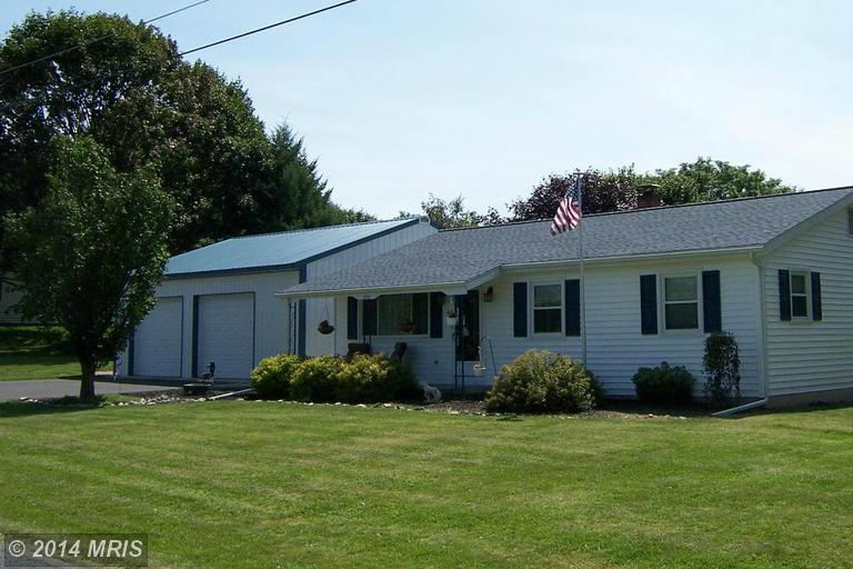 2976 Country Rd, Chambersburg, PA 17202