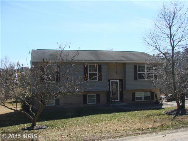 8867 Willowdale Rd, Greencastle, PA 17225