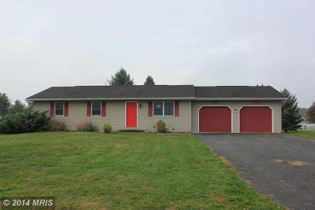 1132 Olive Dr, Greencastle, PA 17225