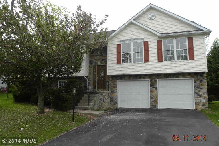116 Hykes Rd E, Greencastle, PA 17225