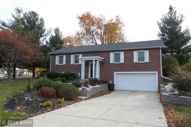 3758 Club House Dr, Fayetteville, PA 17222